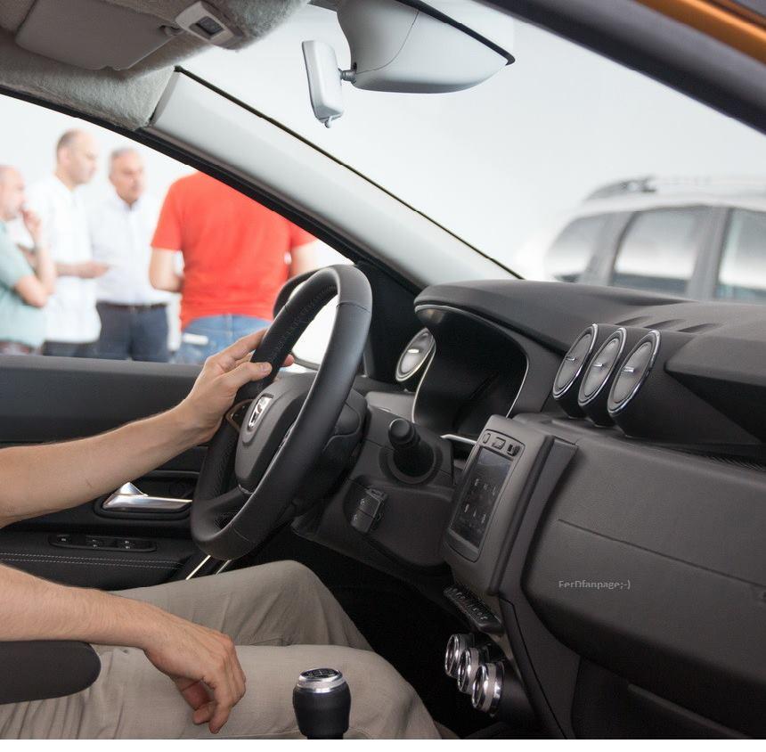 Interiorul lui dacia duster 2018 apare n fotografii detaliate nainte de prezentarea la - Dacia duster 2017 interior ...